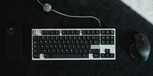 Vue de proche du clavier et la souris